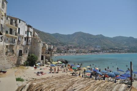 the small sandy beach in the centre of Cefal�